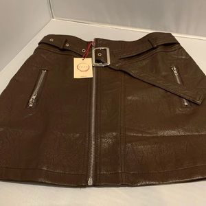 NWT RAGA HARLEE FAUX LEATHER MINI SKIRT. MEDIUM